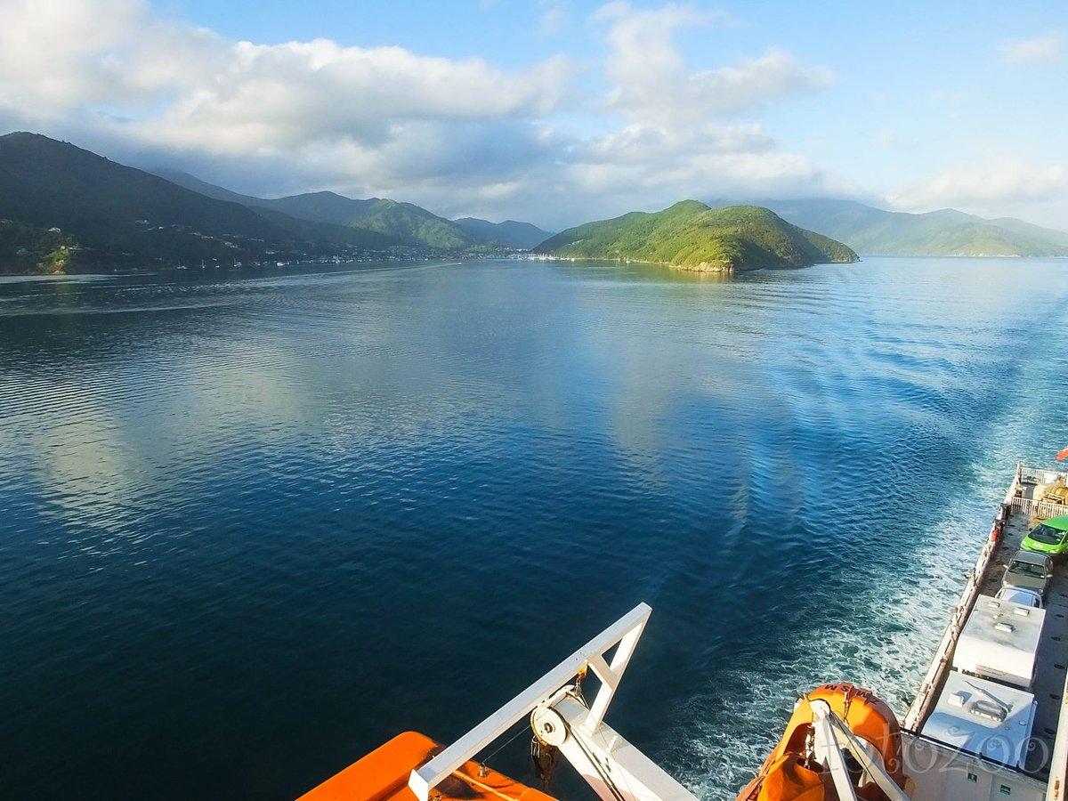Isten veled Déli-sziget! Kinga a kikötőben érmét dobott a vízbe, vagyis visszatérünk még