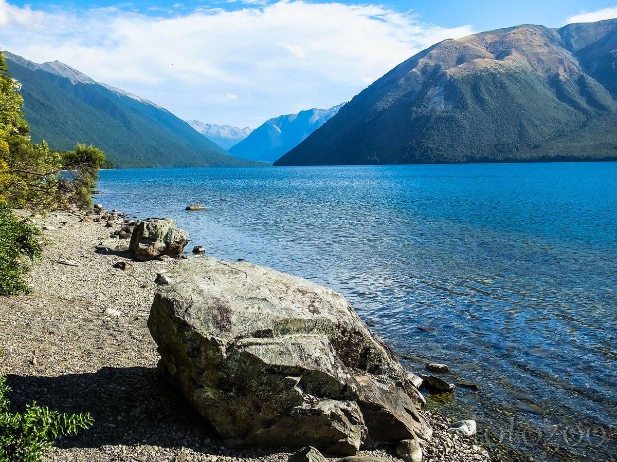 Rotoiti-tó. A Nelson tavak úgy hasonlítanak egymásra, mint két tojás, de ebben legalább megfürödtünk.