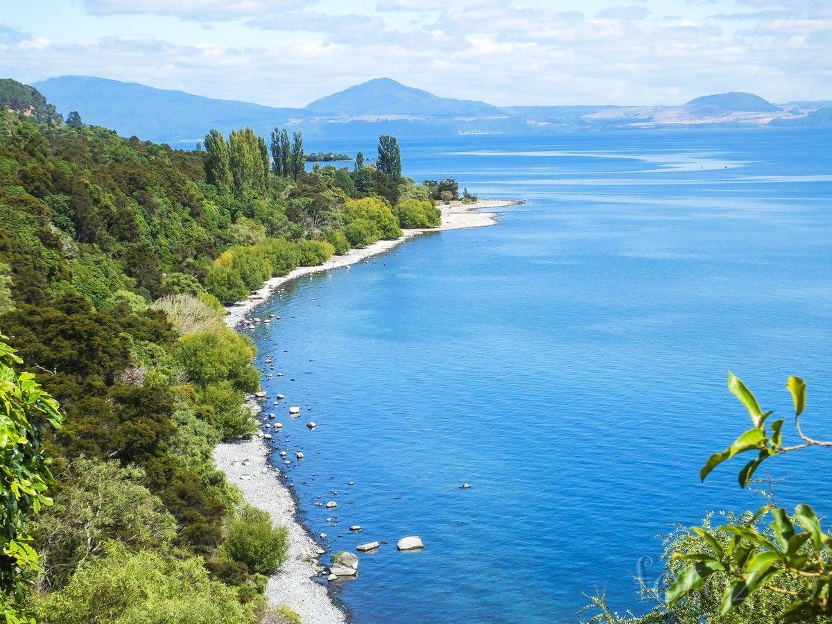 Taupo-tó. Szépsége vetekszik a Déli-sziget háborítatlan tájaival, de itt azért sokkal több a turista.