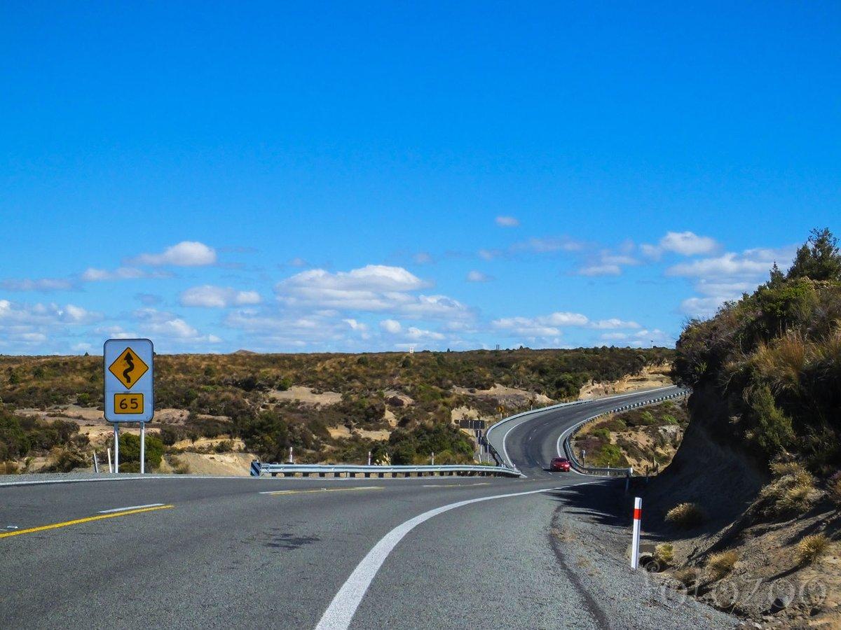 Mintha a vezetés élménye ihlette volna a Desert Road-ot, néha mi is túllépjük a 65-ös sebességhatárt biciklivel.
