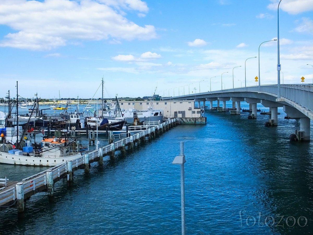 Tauranga egy öböl köré épült, rengeteg hasonló hídon kell átkelni, ahol sajnos nincs külön biciklisáv. Talán az egyetlen nem jól biciklizhető város az egész túránk során