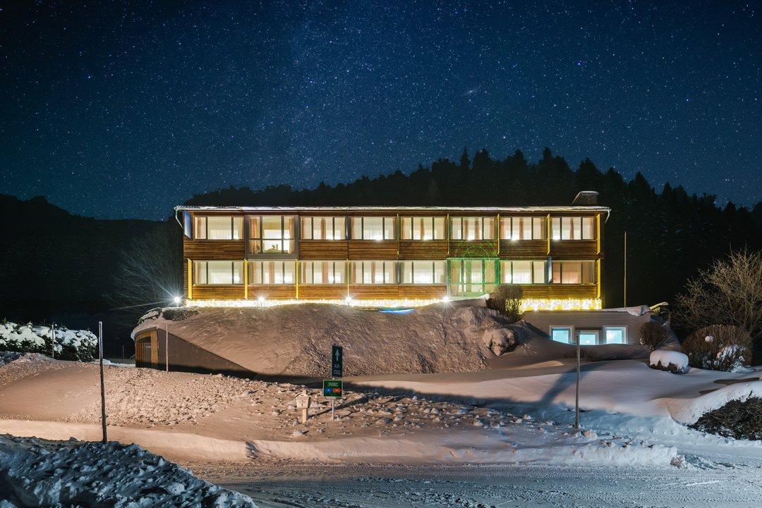 A Hotel Sonnhof Hohentauern egy téli estén