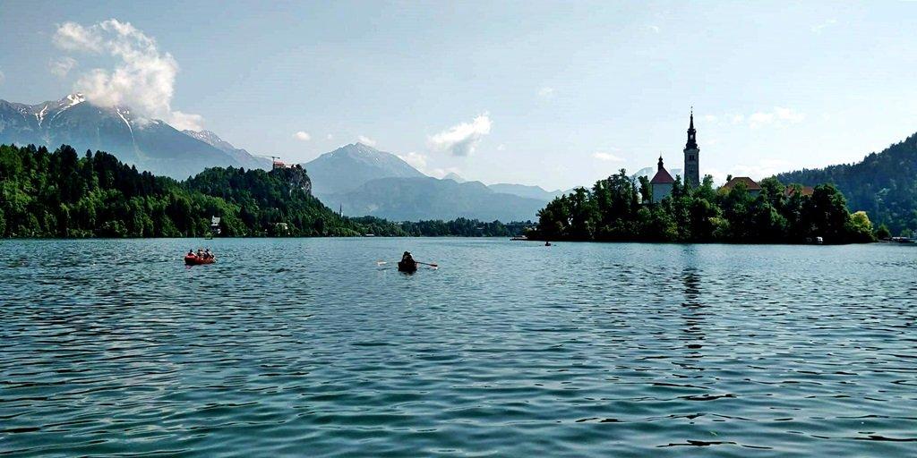 A Bledi-tó - augusztusban mindenkit vár a verseny után egy csobbanásra!