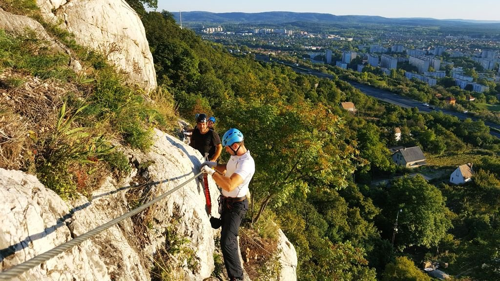 Panoráma a Kő-hegy sziklafaláról