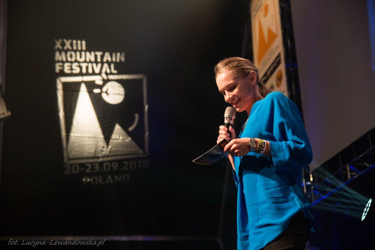 Kinga Baranowska, az egyik legeredményesebb lengyel magashegyi mászónő ezúttal díjátadóként volt jelen