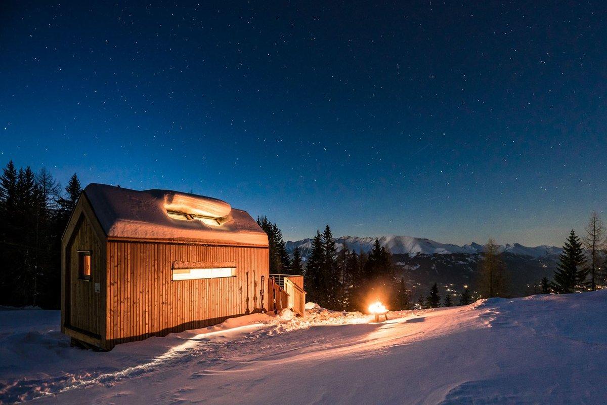 Éjszaka bivakban a hegytetőn