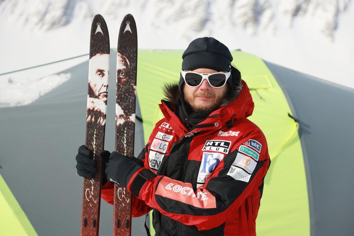 A legendás sarkkutató, Roald Amundsen arcképével díszített síléc