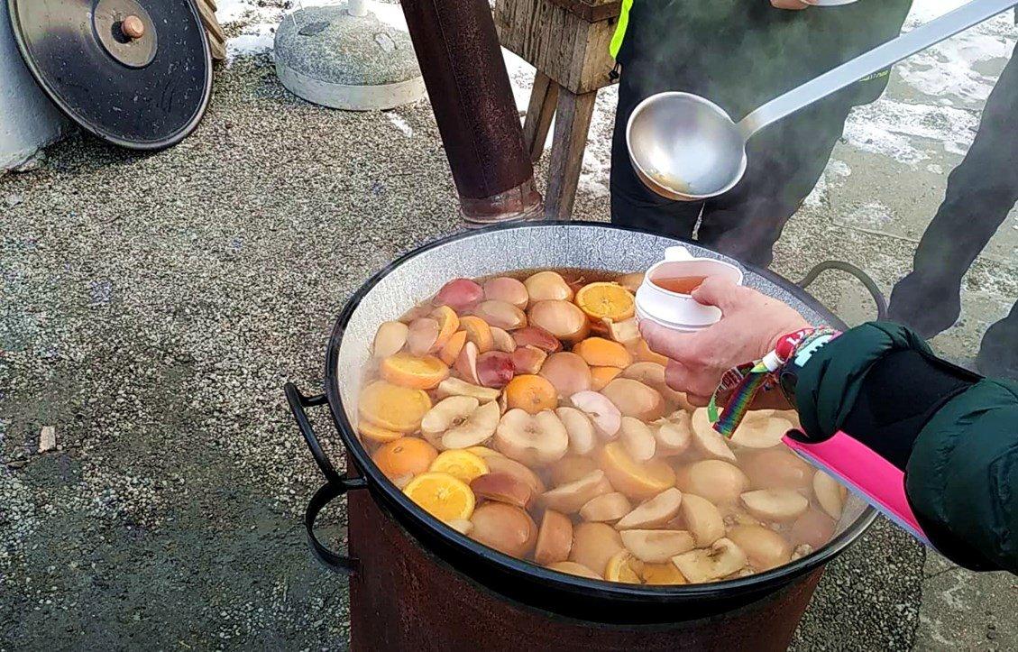 Forró gyümölcsleves