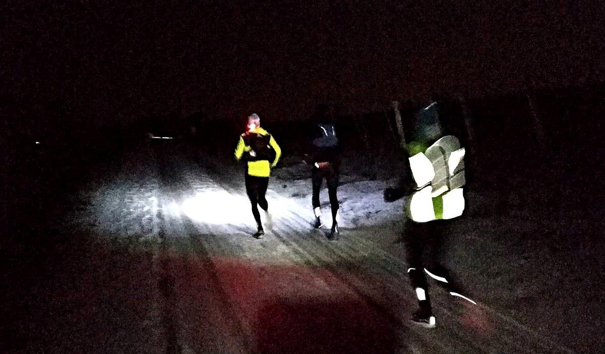 A résztvevők hajnali sötétségben indulnak