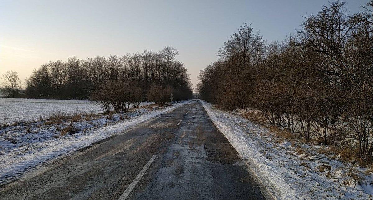 Aszfaltos és terep utak váltják egymást