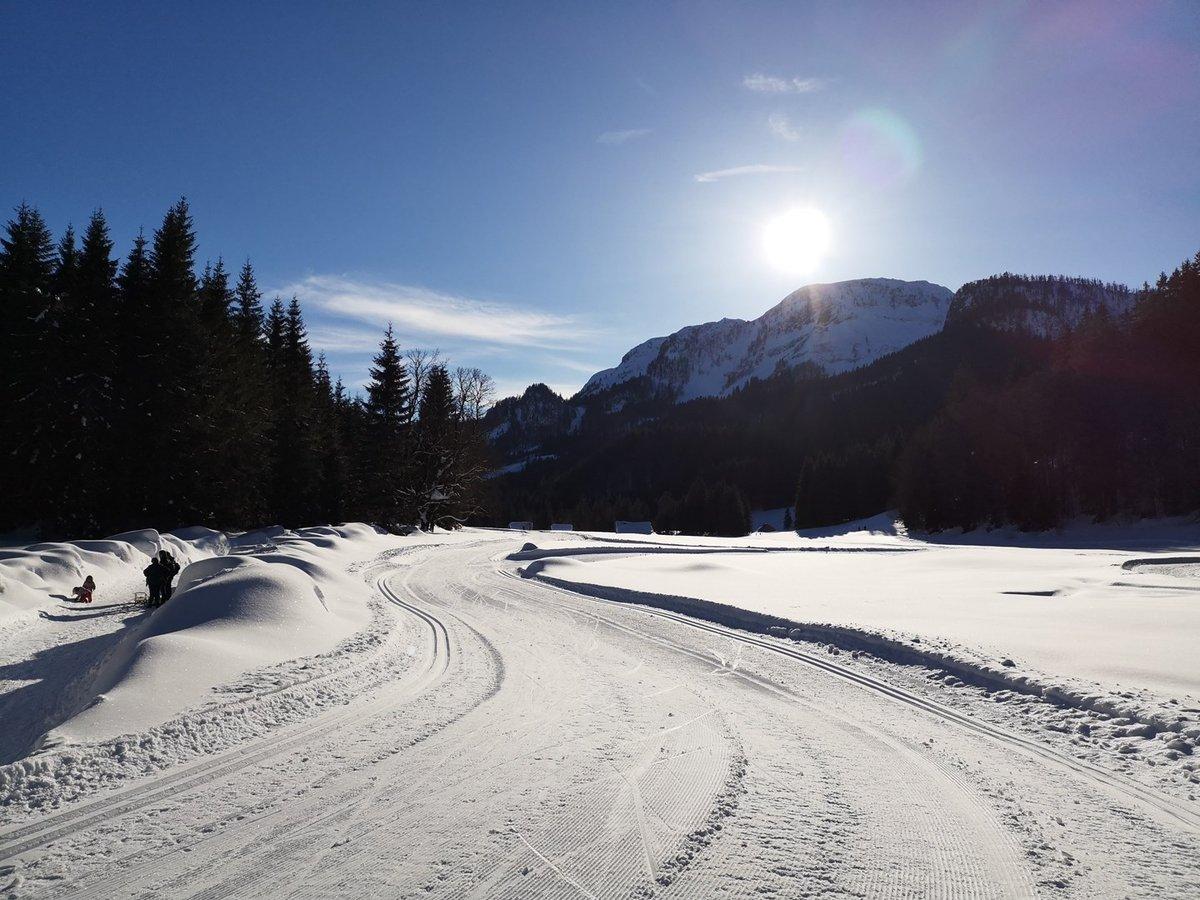 A téli túraösvény a Blaa Alm sífutópályával párhuzamosan fut