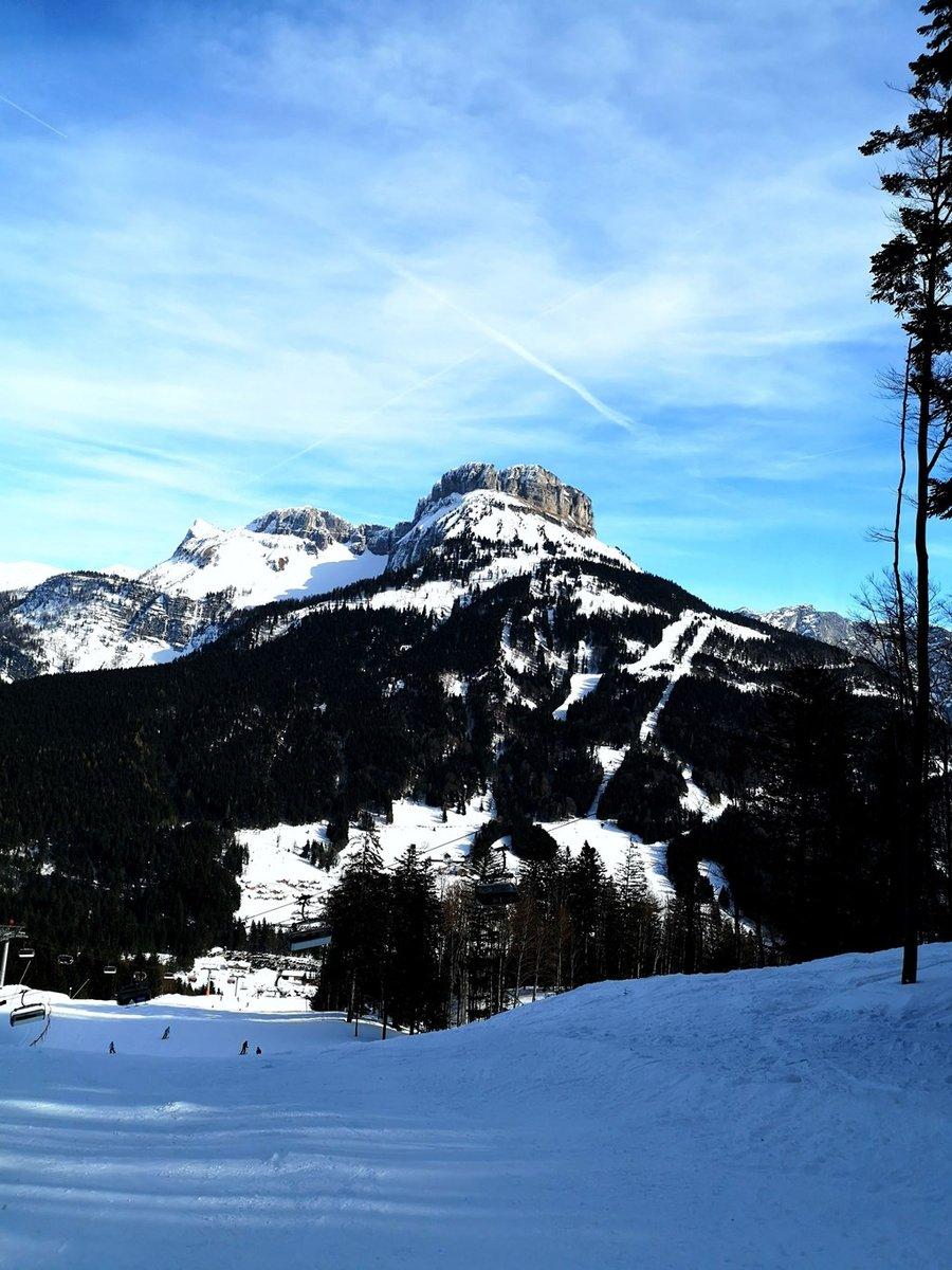 A Loser-hegy a szemben lévő Sandling hegy sípályájáról nézve