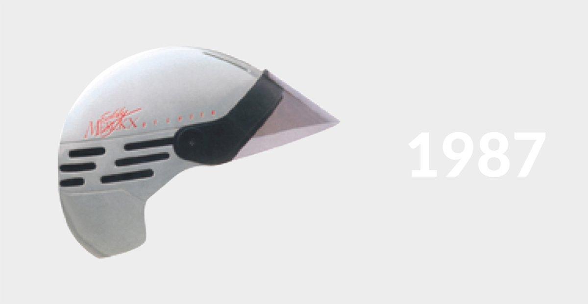 1987-ben a Lazer kifejlesztette az első keményhéjas kerékpáros fejvédőjét