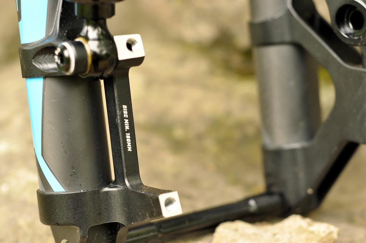 Minimum 180 mm-es féktárcsával használható