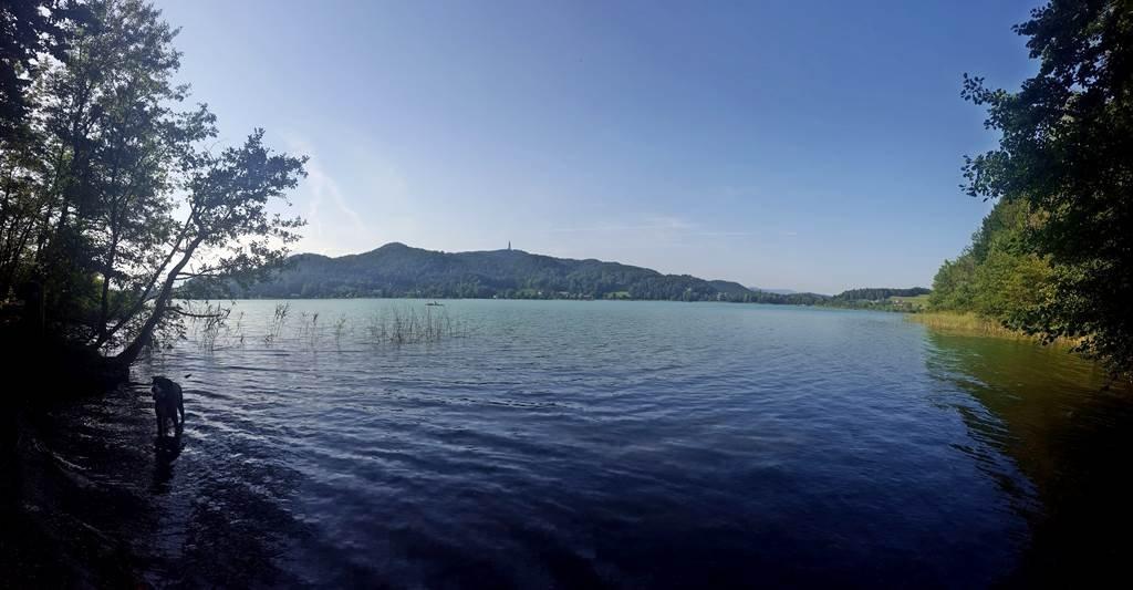 A Keutschachi-tó, innen látszódik a Pyramidenkogel másik oldala