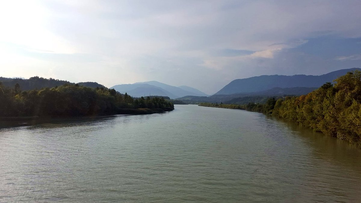 A Dráva délután sejtelmes fények között