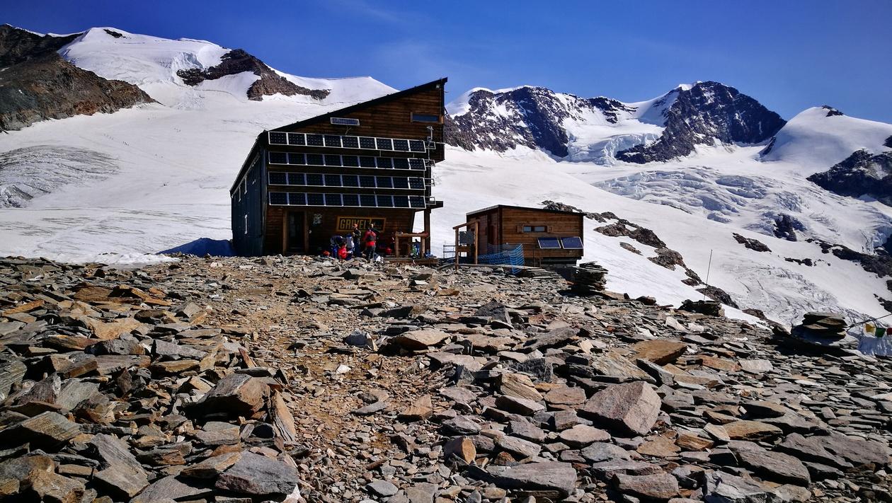 A Rifugio Quintino Sella al Felik menedékház, 3575 méteren