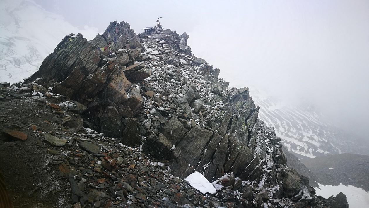 Hull a hó és hózik - júliusban, 3187 méteren