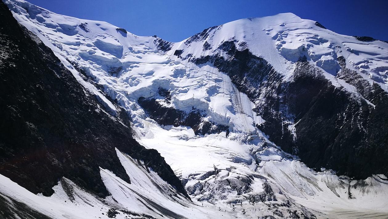 Az Aiguille du Bionnassay, és a hasonló nevű gleccser kezdete