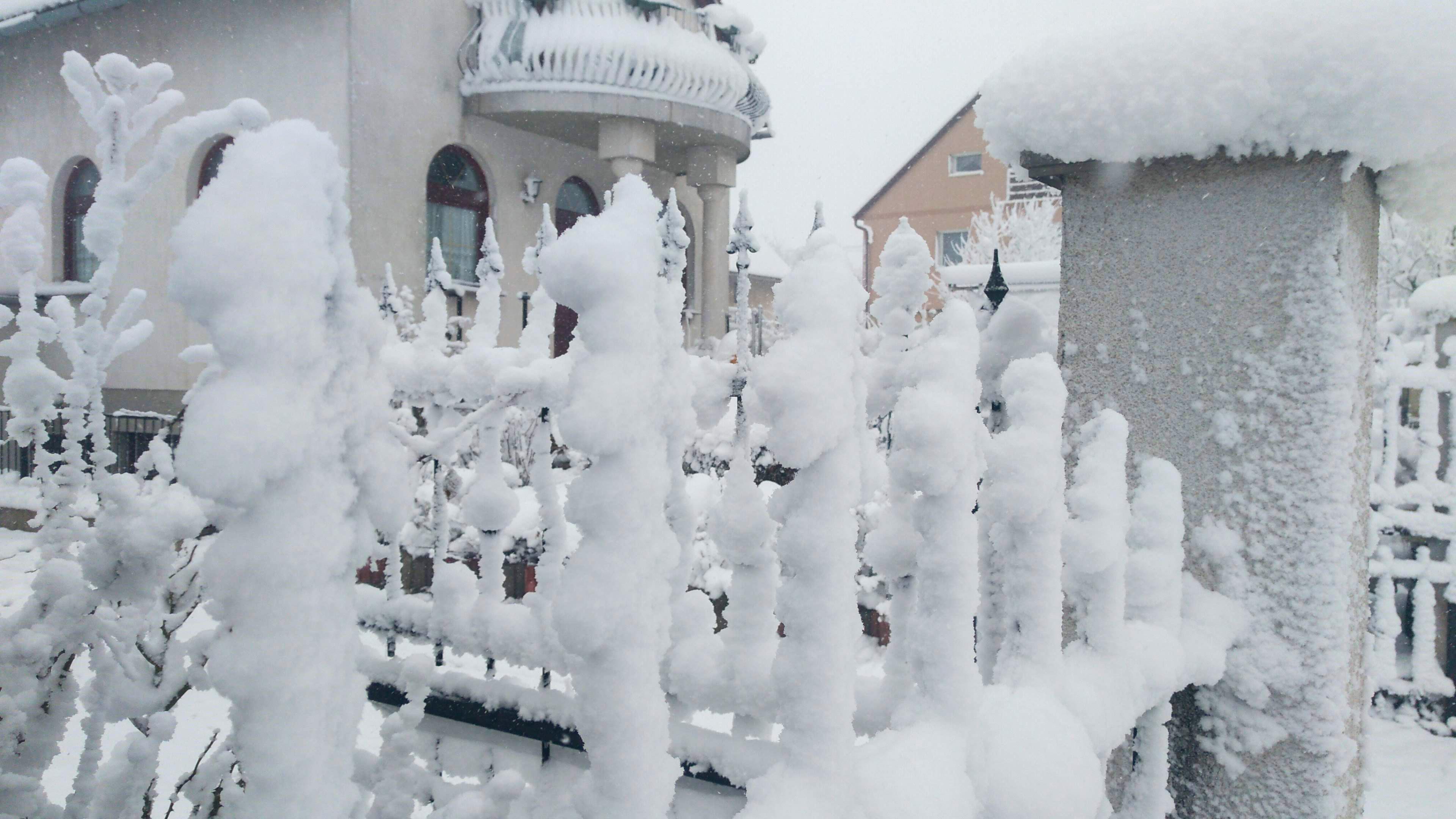 Még több hó