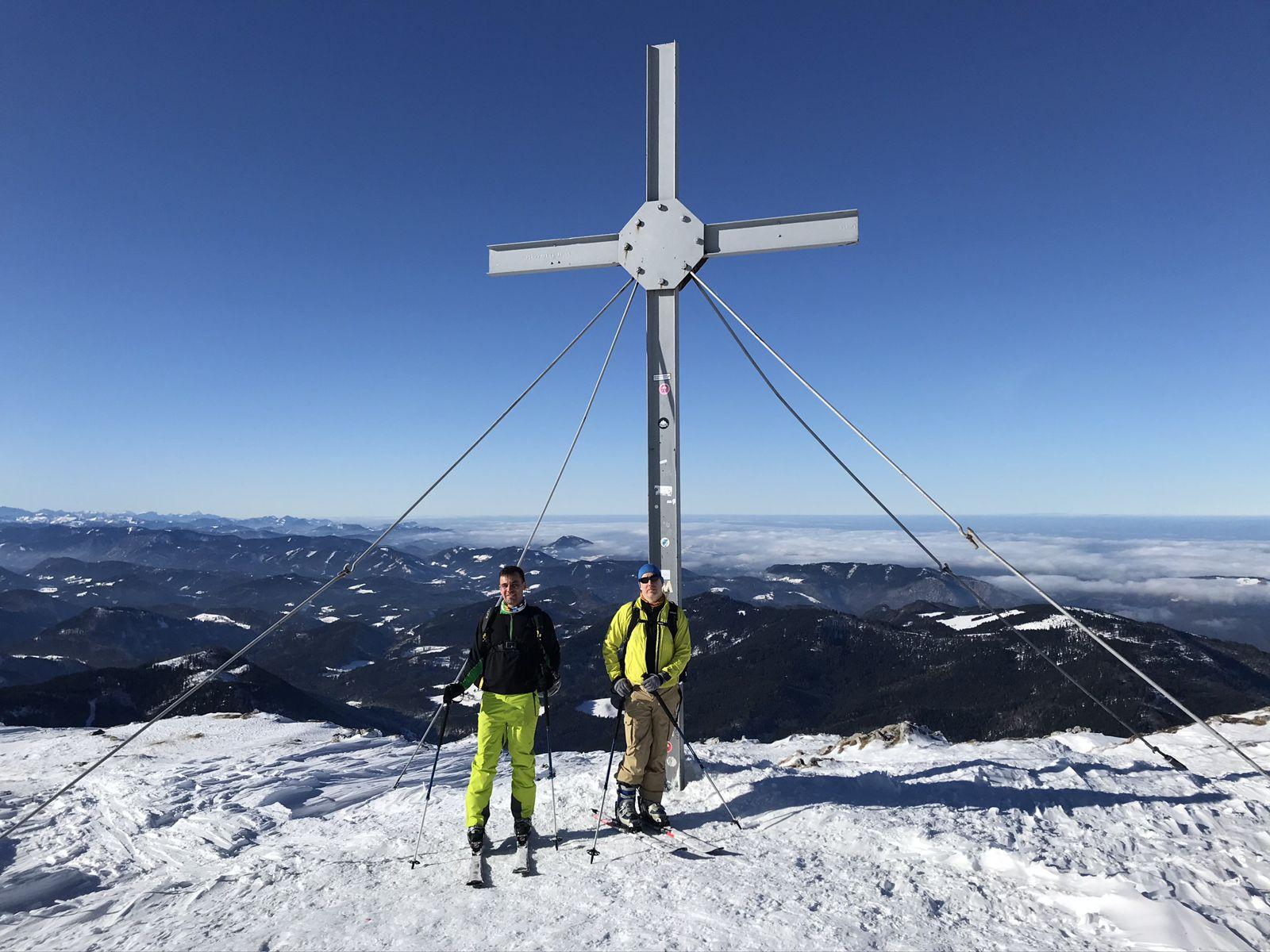 Megérdemelt csúcsfotó a keresztnél - Ötscher sítúra