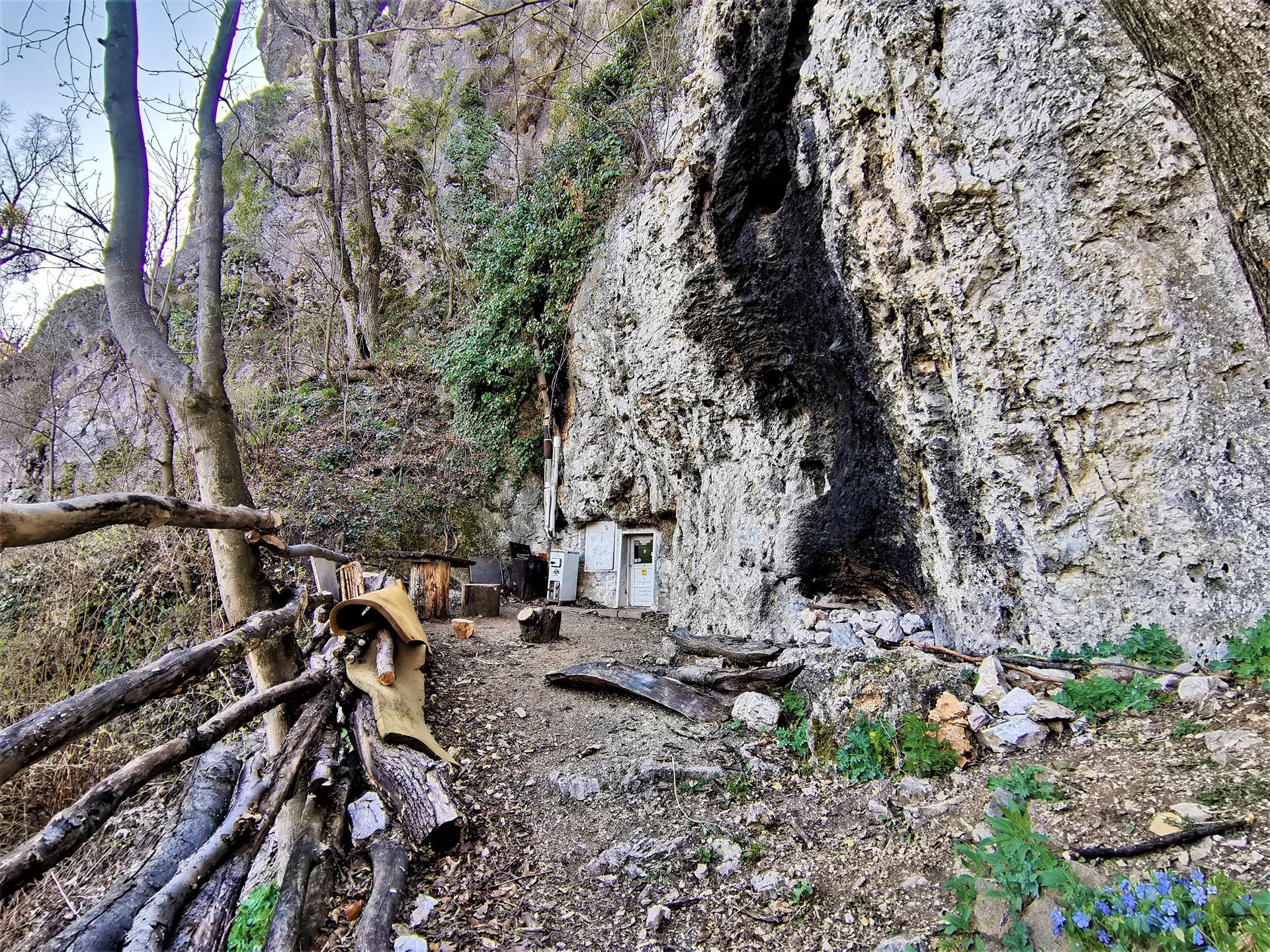 Nomád szálláshely a Remete barlanglakásban