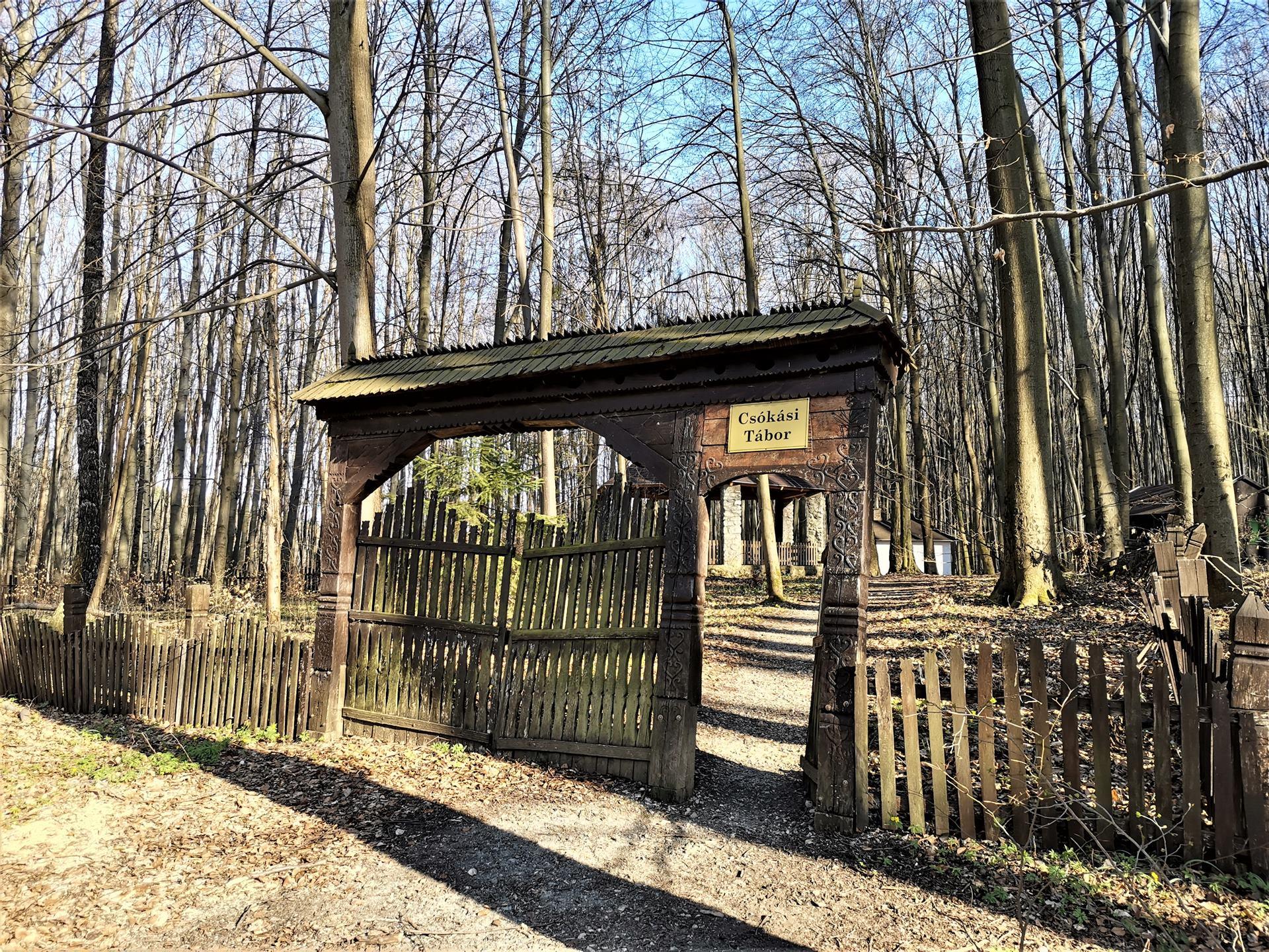 A Csókási táborhely székely kapuja