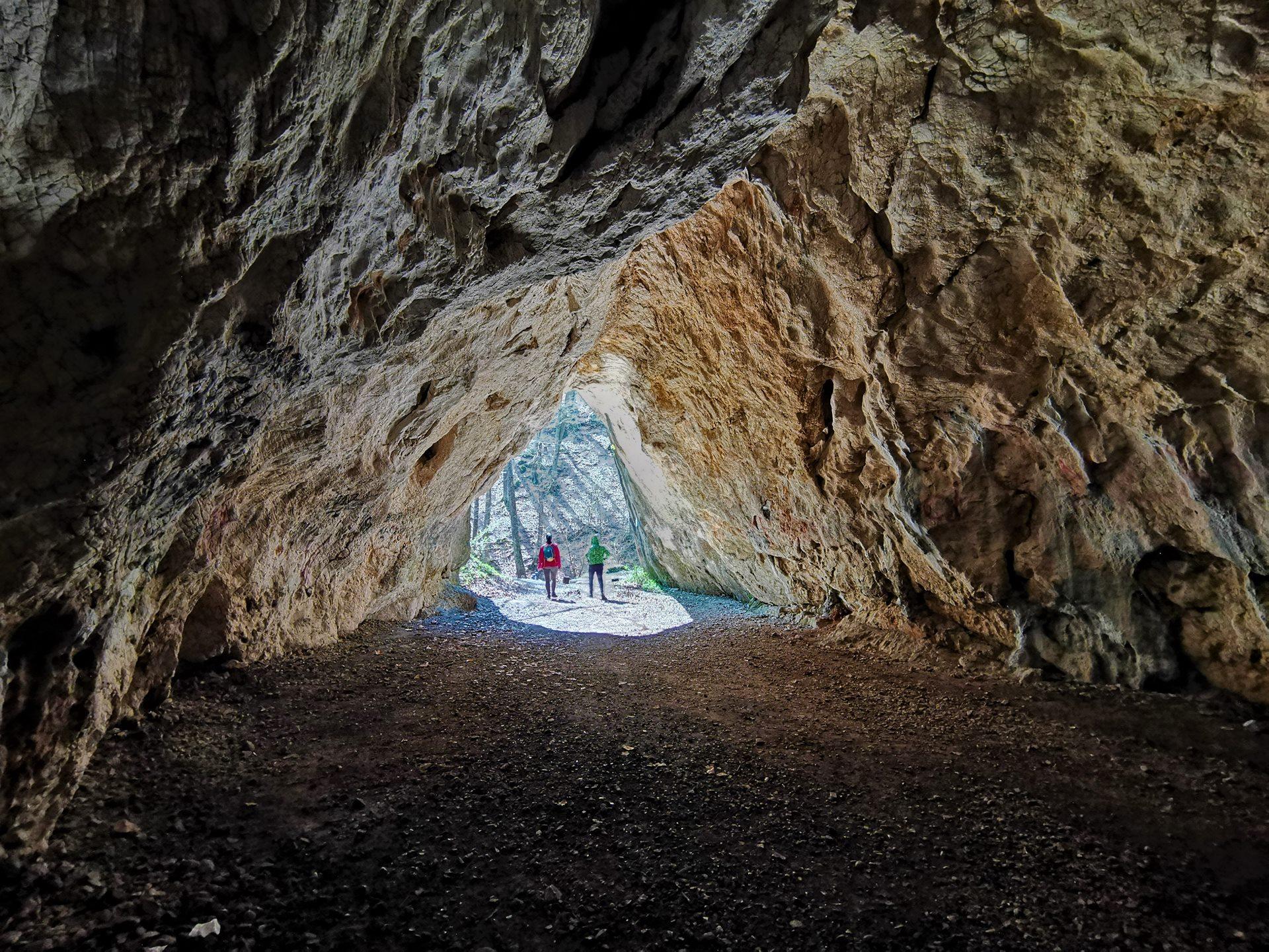 A Hámori-tó és a környék számtalan forrása és barlangja-7