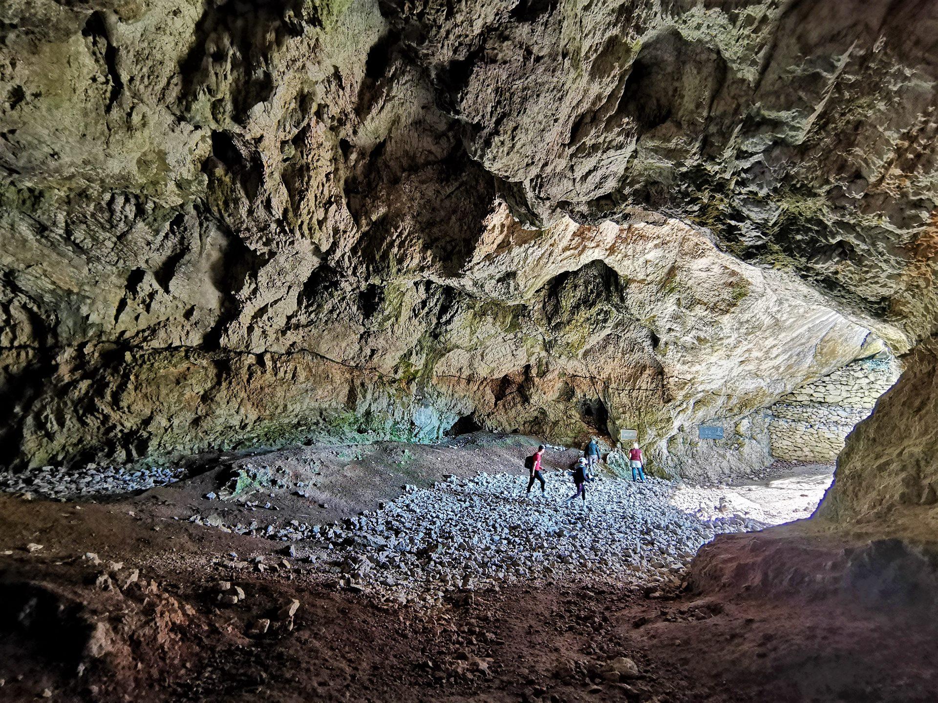 A Hámori-tó és a környék számtalan forrása és barlangja-10