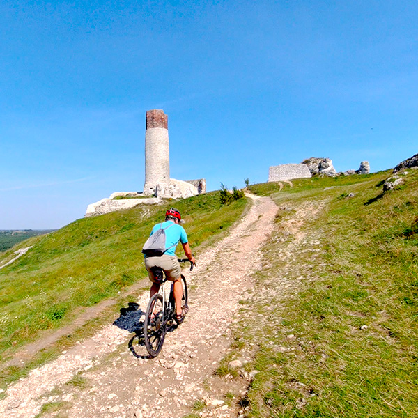 Kerékpártúra Lengyelországban, a Sasfészek (Eagle's Nests Trail) útvonalon, Częstochowától Krakkóig