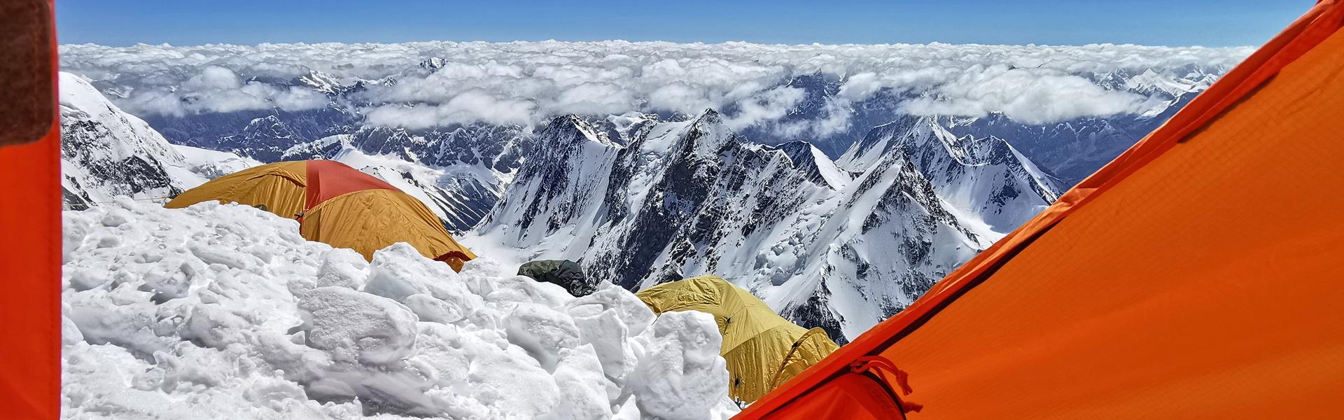 Soha nem látott tömeg ostromolja télen a K2-t