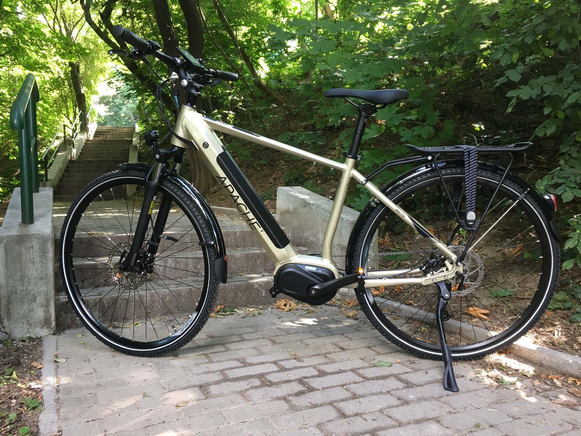 Egy cseh indián, aminek ki van mind a két kereke  Apache Bicycles-8