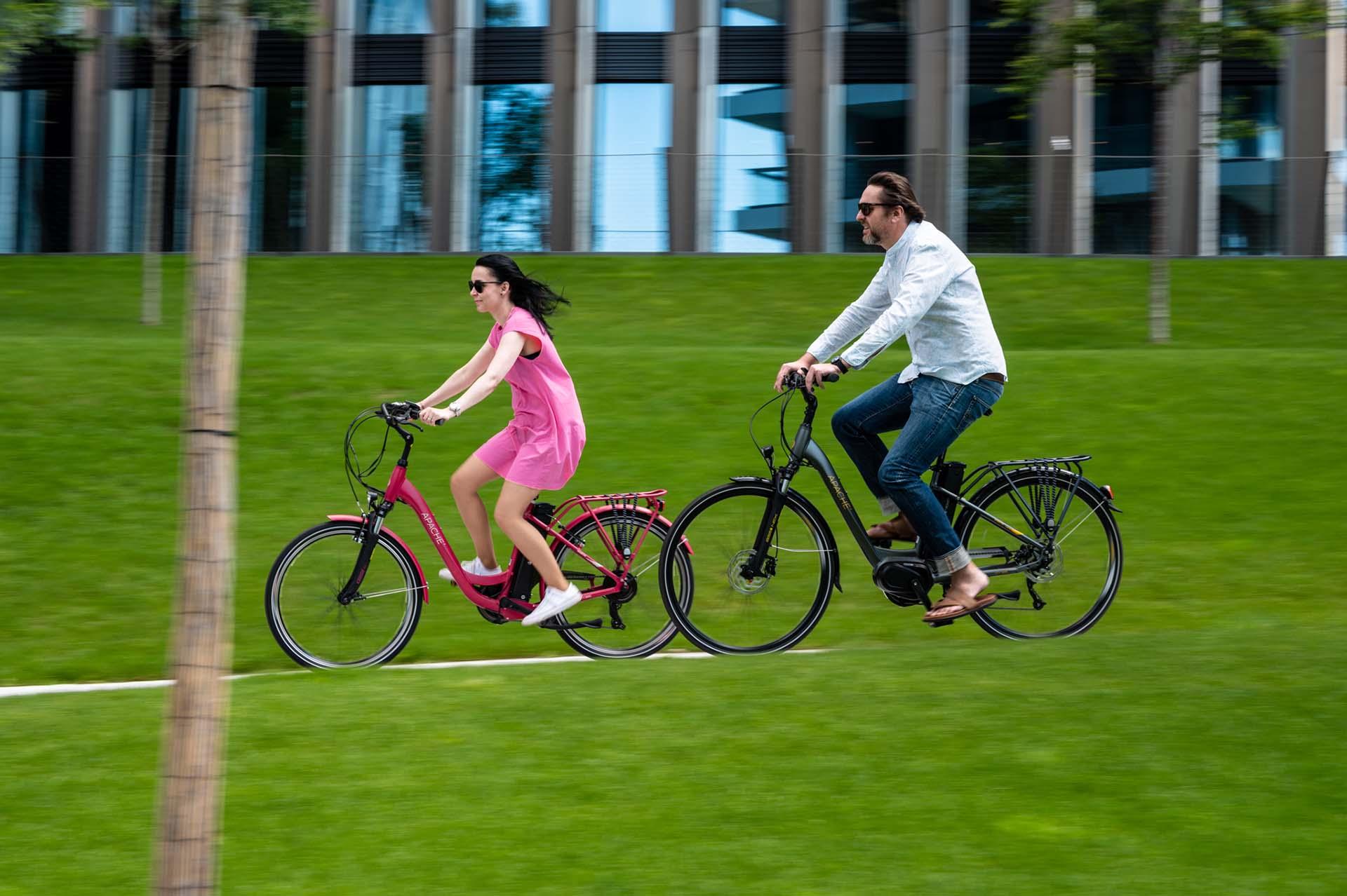 Egy cseh indián, aminek ki van mind a két kereke  Apache Bicycles-7