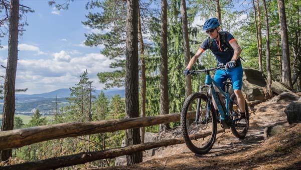 Egy cseh indián, aminek ki van mind a két kereke: Apache Bicycles