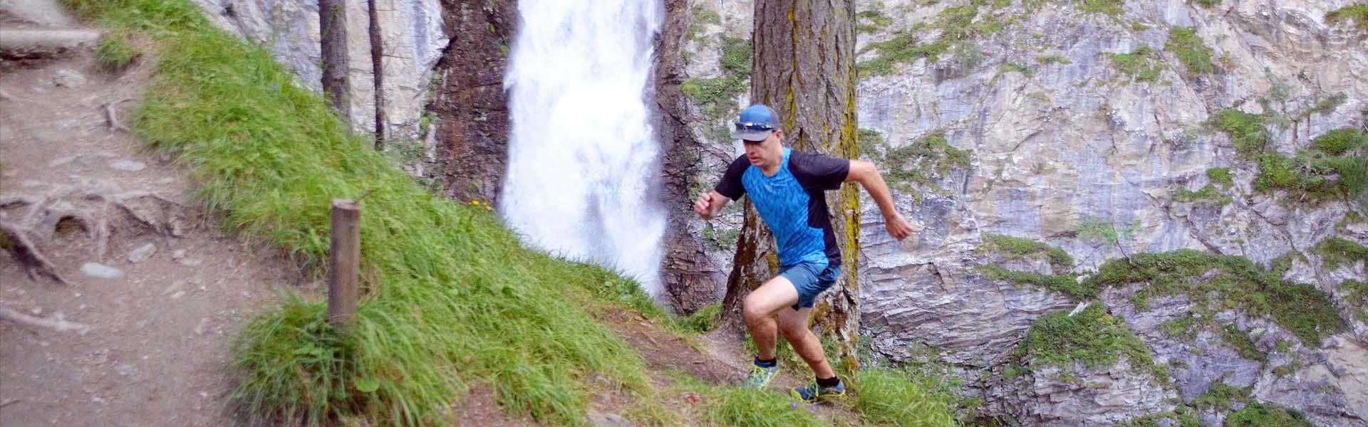 Emelkedőn futás technikája