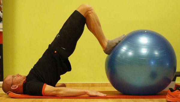 Csípőemelés fitball labdával