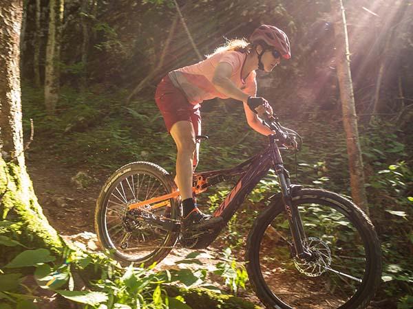 Járj be több és hosszabb útvonalat KTM elektromos mountainbike kerékpárral!