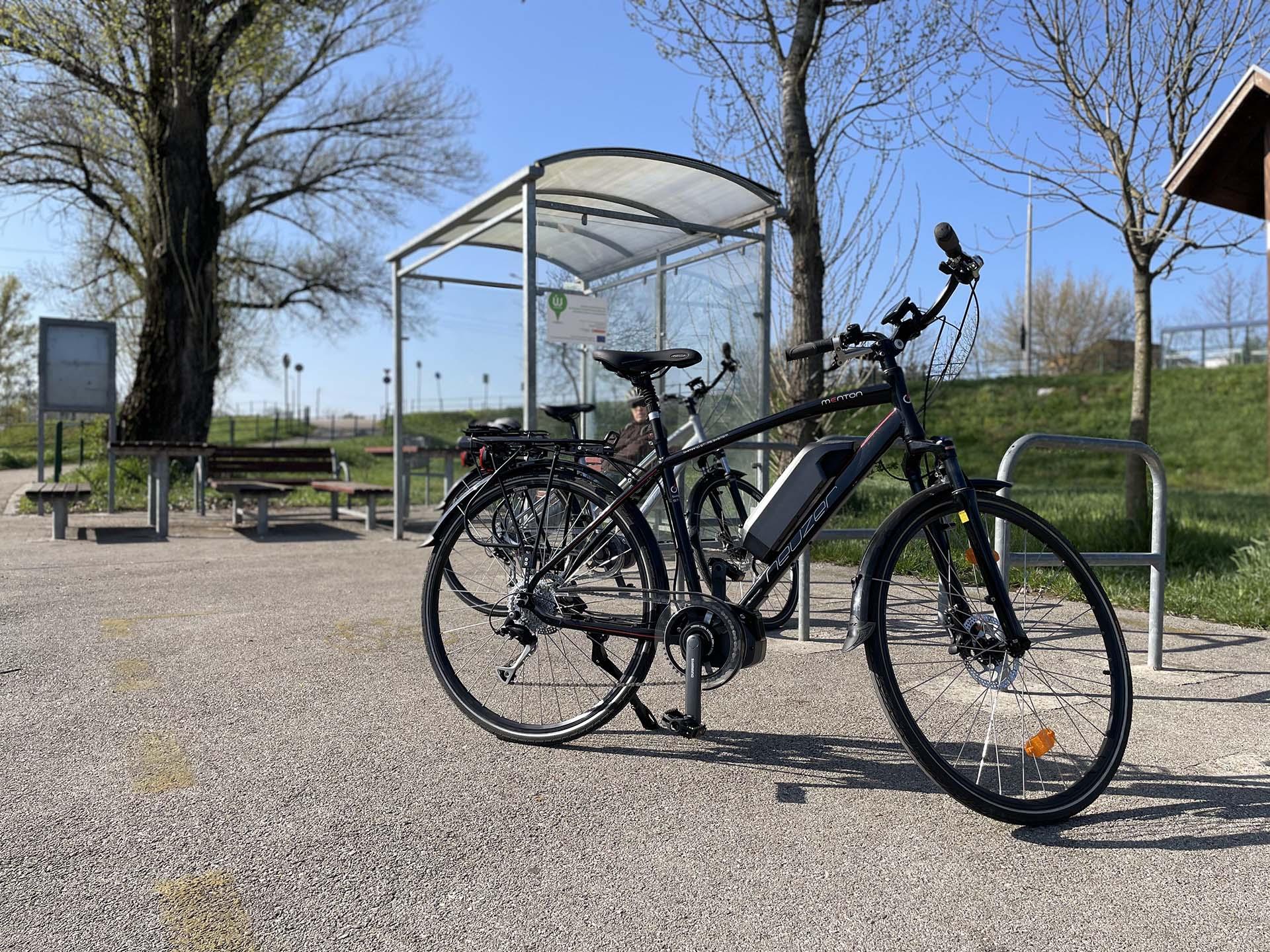 Tatabánya-Tata kerékpárral, az Által-ér menti kerékpárúton-1