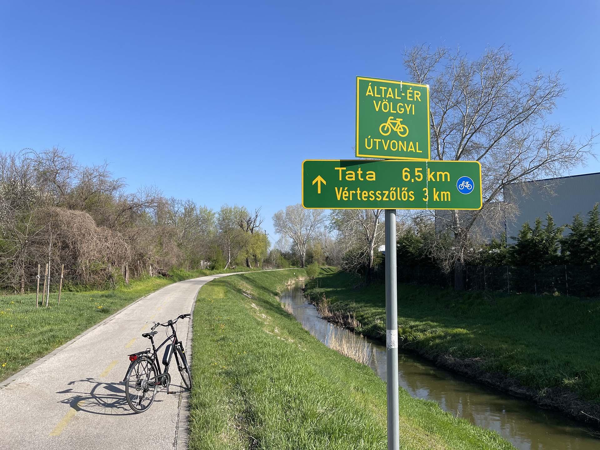 Tatabánya-Tata kerékpárral, az Által-ér menti kerékpárúton-2