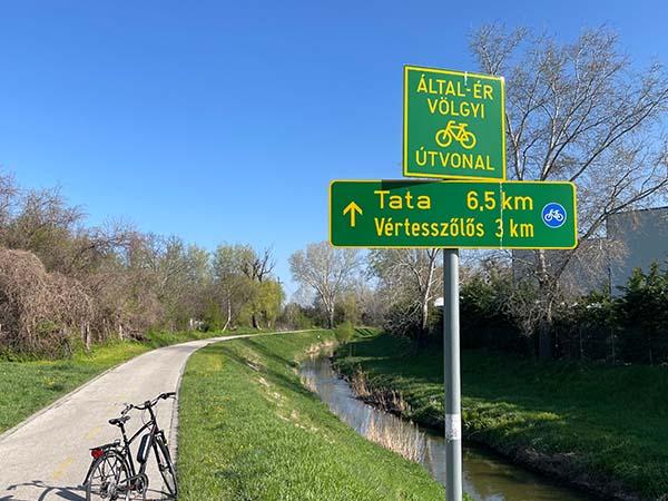 Tatabánya-Tata kerékpárral, az Által-ér menti kerékpárúton