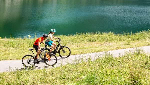 Tókerülő kerékpártúrák KTM trekking kerékpárokkal