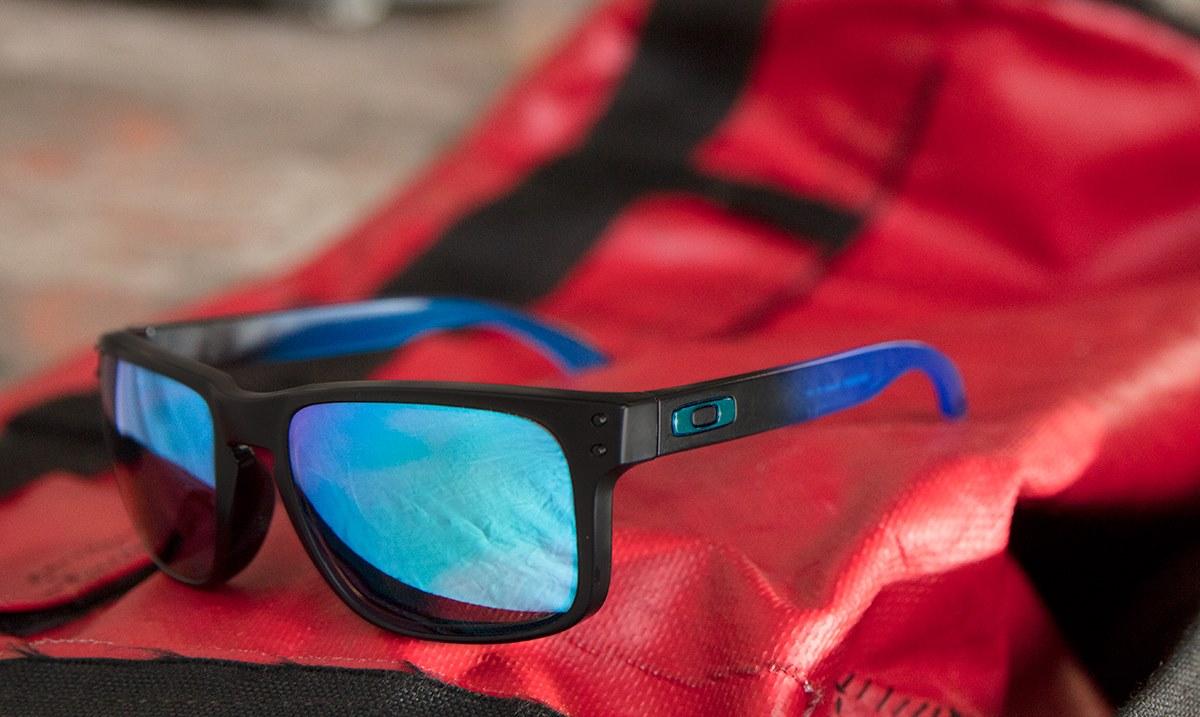 Nyerj Oakley Holbrook napszemüveget!