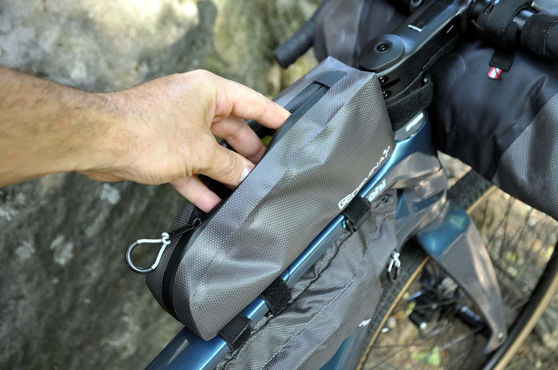 Itthon is elérhetők a Geosmina táskák-11